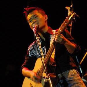 吉他的天空照片